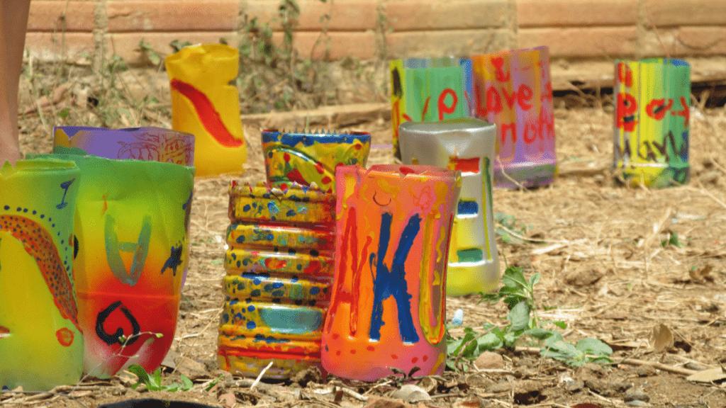 Maceteros con botellas de pl stico en kompohn sima - Maceteros de plastico ...