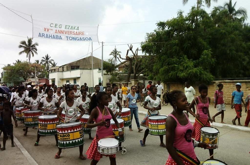 Les filles de la Bloco Malagasy fêtent l'anniversaire de leur collège
