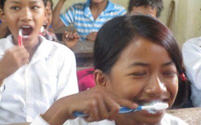Talleres sobre higiene bucodental en Camboya