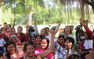 ¡Talleres para familias en Camboya!