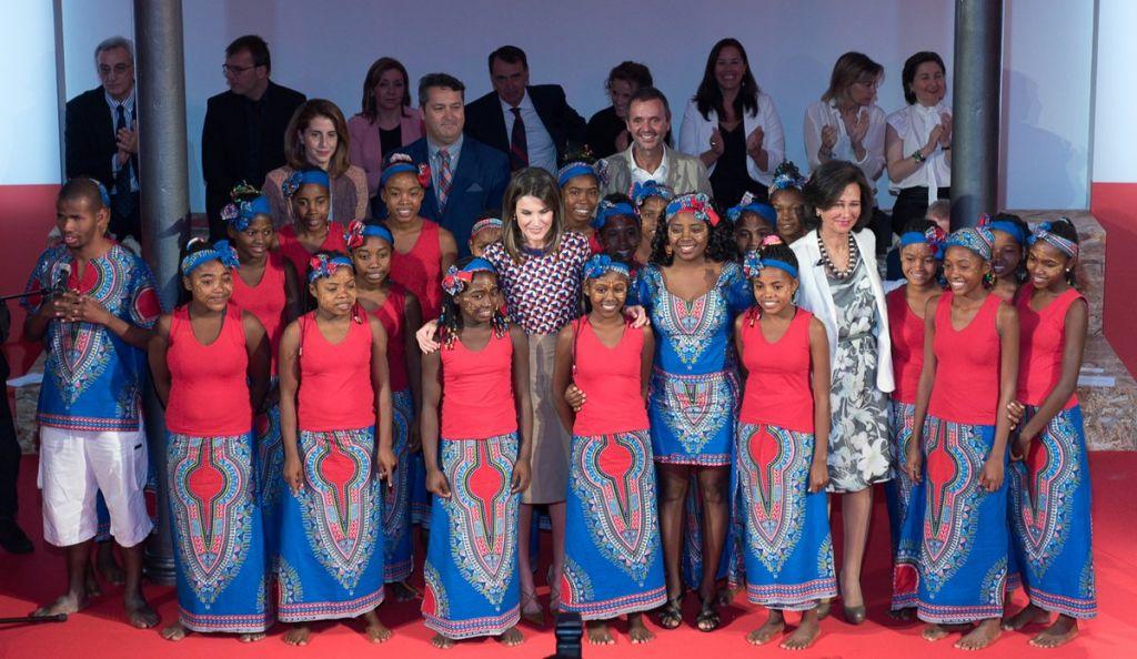 Agua de Coco recibe el premio del Banco Santander en un acto presidido por la Reina Letizia