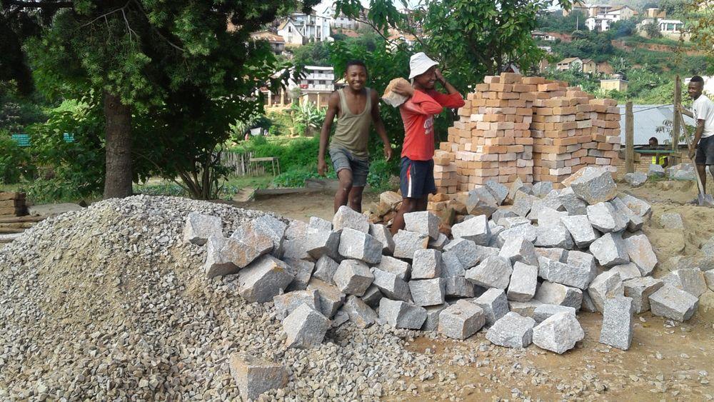 Obras en curso en Fianarantsoa: una oportunidad para el alumnado de albañilería