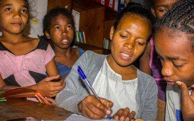 Las sesiones de apoyo escolar, un espacio dedicado a la ayuda mutua