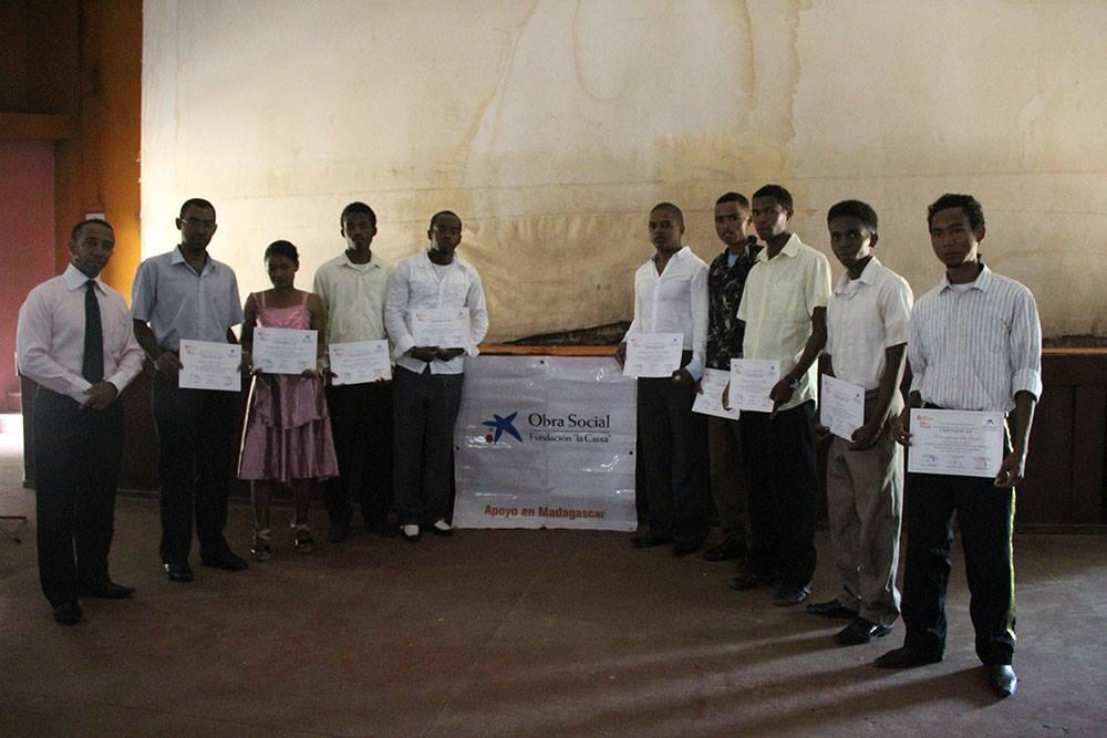Entrega de diplomas a los estudiantes de Gestión Cultural