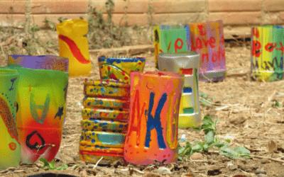 Maceteros con botellas de plástico en KomPohn Sima