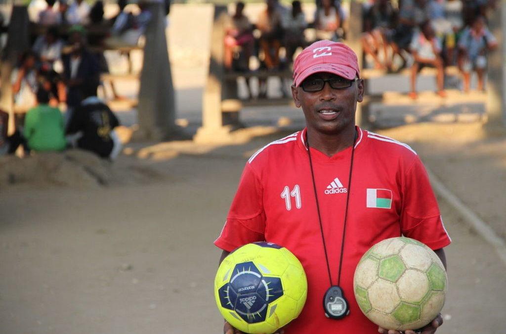 «Los jóvenes que hacen deporte son más sociales porque tienen espíritu de equipo»