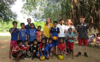 Fútbol en Wat Roka