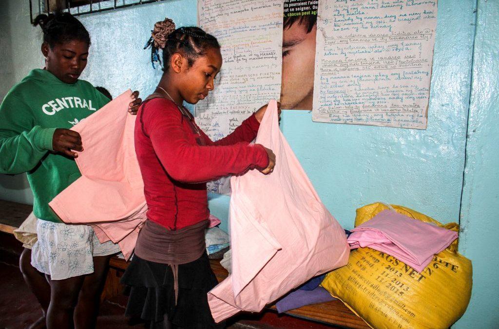 ¿Por qué no mandamos ropa y otras cosas a Madagascar y Camboya?