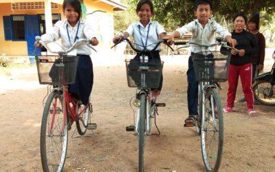 Pedaleando hacia el empoderamiento: bicis nuevas para el alumnado en Camboya