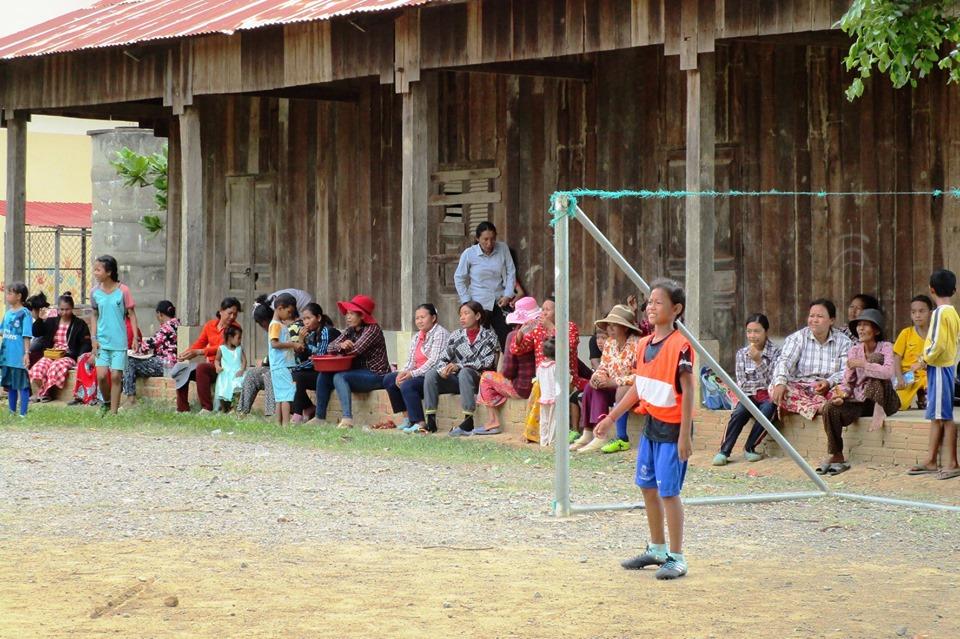 Futbol, encuentros y valores positivos en Wat Roka Primary School en Camboya