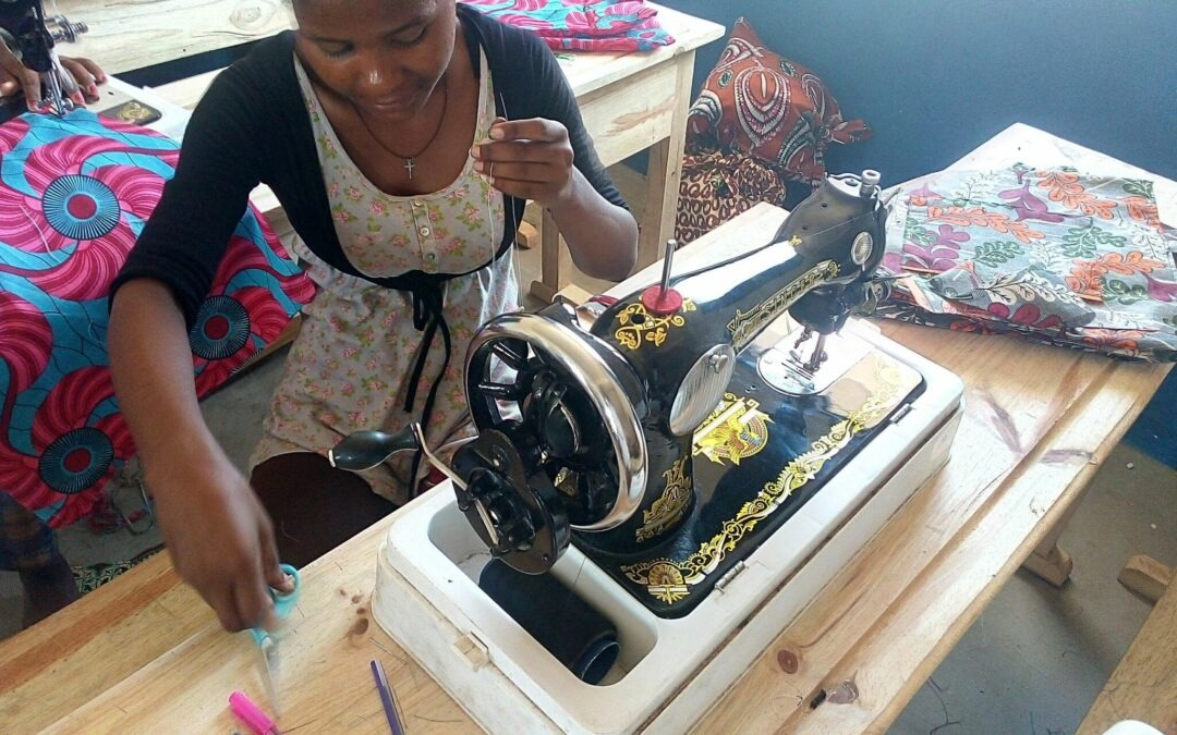 La Asociación de Mujeres de Anakalika contrata a 8 mujeres del CAIF