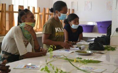 Las madres de nuestras beneficiarias de Mangily se forman en cultivo de moringa