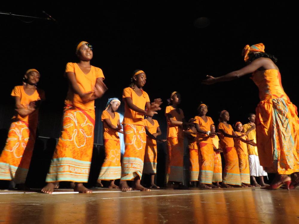 La Malagasy Gospel regroupe aussi de jeunes artistes assidues à l'école