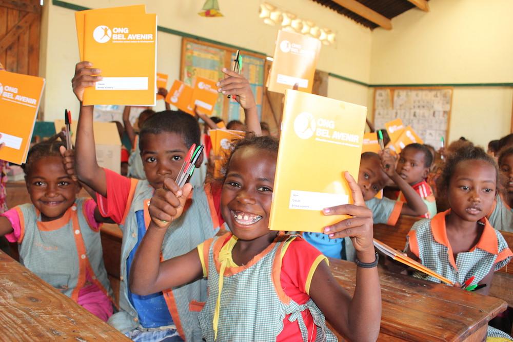 Des kits scolaires pour les enfants de l'ONG Bel Avenir