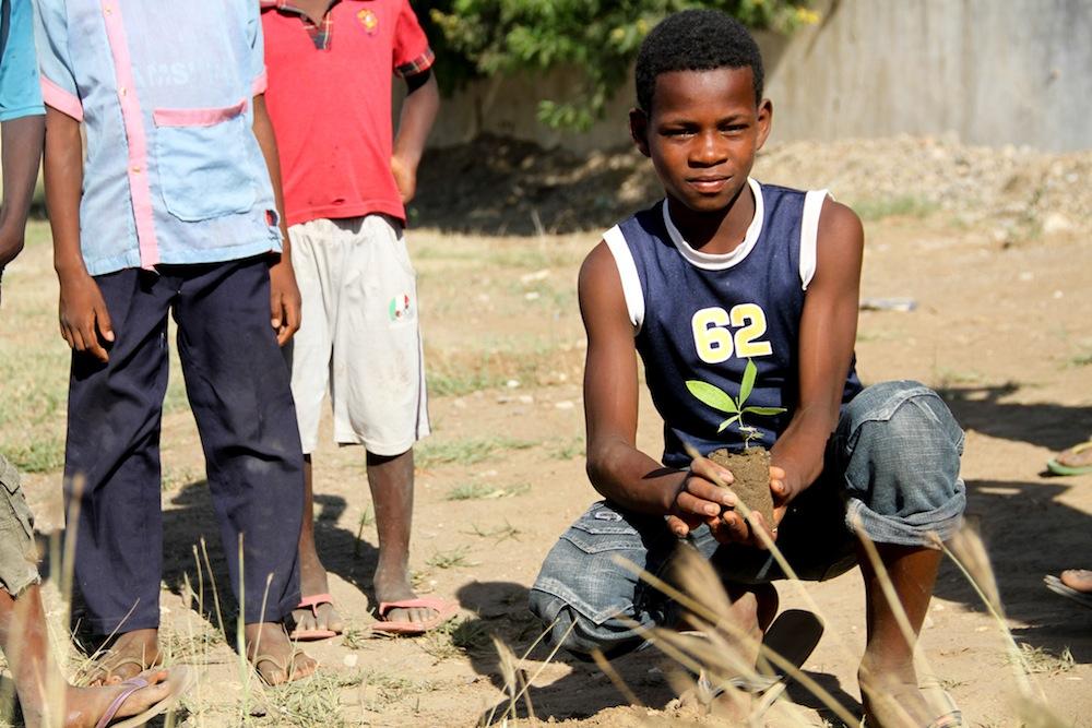 Des espaces verts sont aménagés à l'École de Sport pour rendre l'environnement durable
