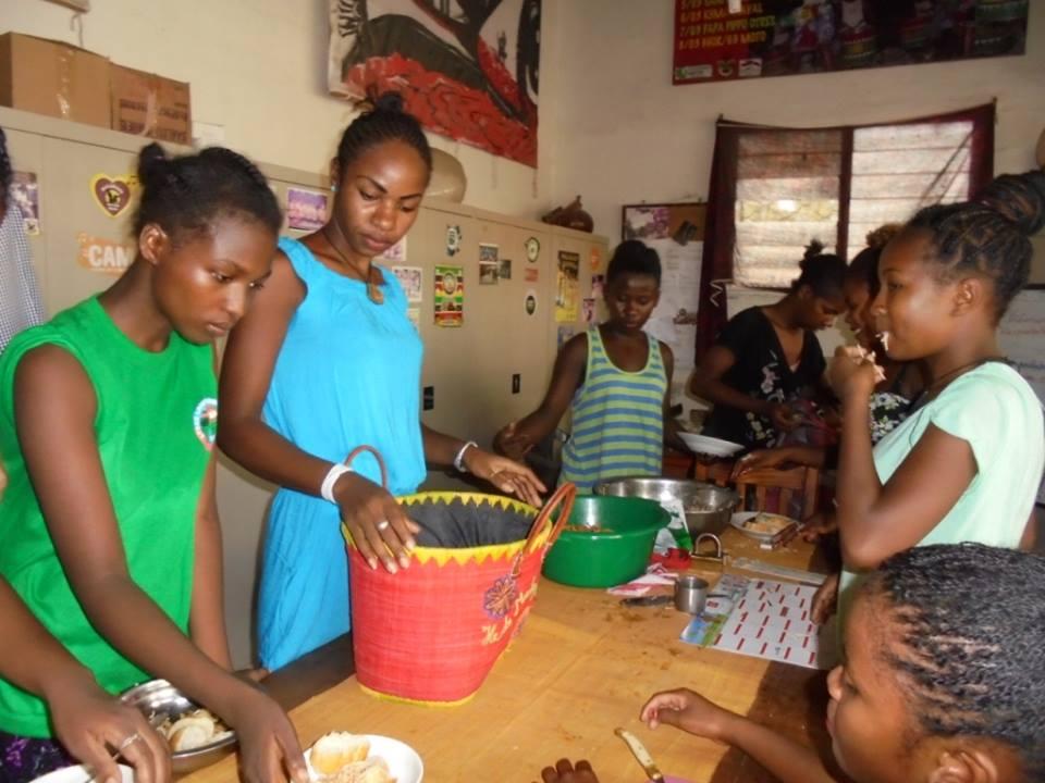 La Bloco Malagasy partage un repas ensemble